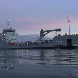 HMBS Lawrence Major Enters Coral Harbour Base